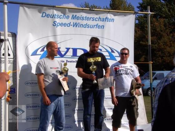 Siegerehrung Deutscher Meister Speedsurfen 2009 v.l.n.r.: M. Naumann, A. Lehmann, T. Mallon