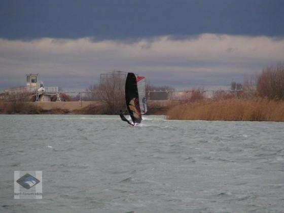 25.12.2009  Luft: 3°C Wasser: 1°C zwar keine Wellen aber dafür 15-27 knt.