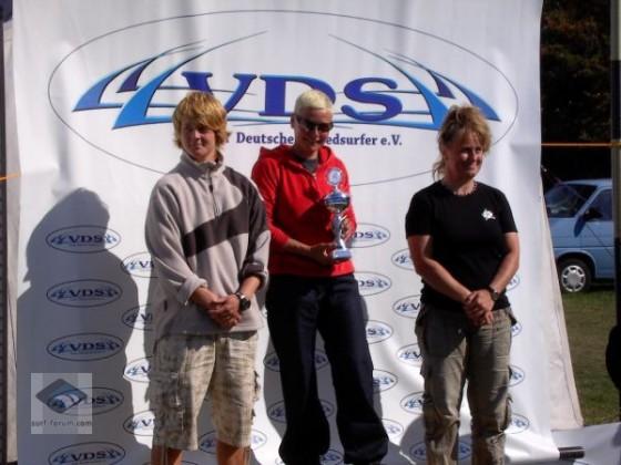 Siegerehrung Damen Fehmarn Funpokal 2009, v.l. n. r. A. Kruse, B. Höfer, M. Muth